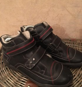 Детские осенние ботинки фирма Котофей