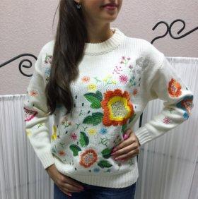 Тёплый свитер с цветочным принтом