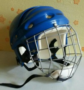 Шлем хоккеиста.
