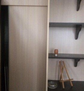 Полки и дверь 1500р