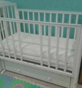 Кроватка и комод-пеленальный столик