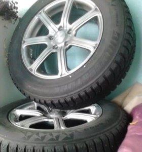 Резина от Корейских колёс 225-65-R17 (без дисков)