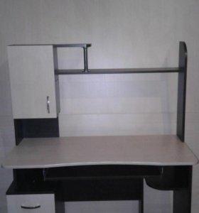 Стол компьютерный с надстройкой.