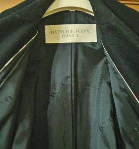 Женское полупальто фирмы Burberry