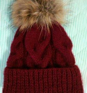 Вязаная шапка с натуральным помпоном