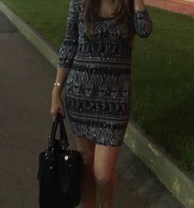 Платье с блестками размер M