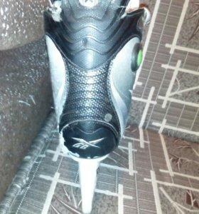 Продам коньки хоккейные REEBOK 4К