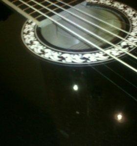 Новая роговая гитара чёрная, глянцевая