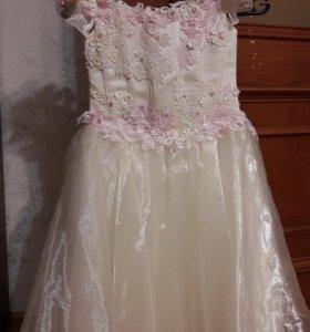 Платье нарядное ручной работы