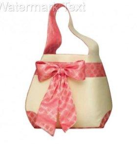 Бежевая сумка с розовой лентой-бантом