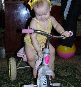 Старенький, но прочный детский велосипед