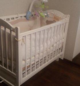 Детская кровать с комплектующими