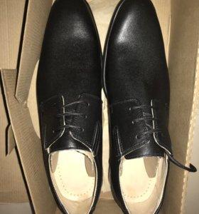 Мужские туфли новые кожаные 42 размер!