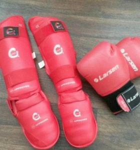 Щитки, футы, боксерские перчатки