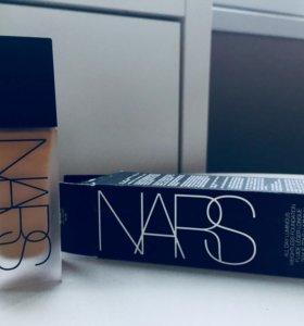 Стойкое тональное средство NARS
