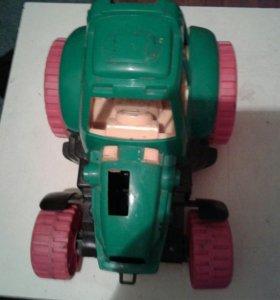 Трактор игрушка.
