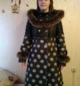 Пальто зимнее, мех натуральный.