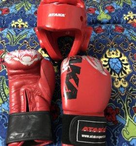 Шлем и перчатки на тхэквондо