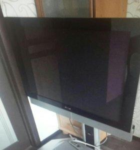 Телевизор жк с пультом рабочий.