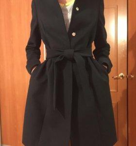 Темно-синее пальто. Демисезонное.