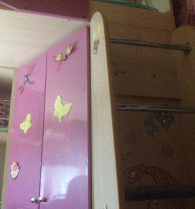 Детская кровать , шкафчик , столик
