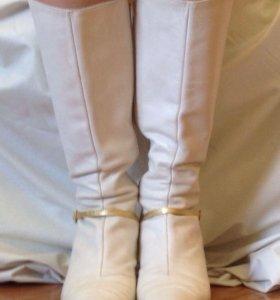 Сапоги кожаные молочного цвета за 700 руб