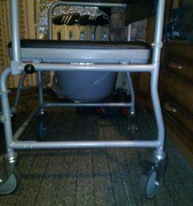 Коляска для инвалидов с туалетным устройством.