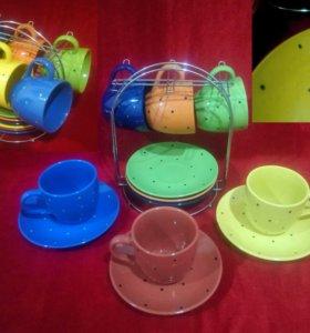 Набор чашек с блюдцами на подставке