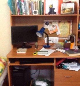 Письменный рабочий стол в идеальном состоянии