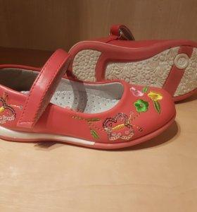 Туфельки новые размер 25