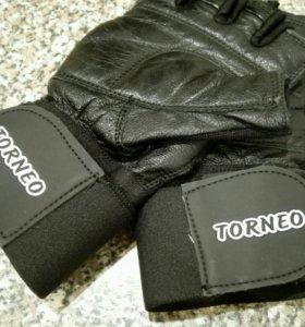 Перчатки атлетические с фиксатором Torneo