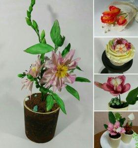 Сахарные цветы в горшочке с десертом