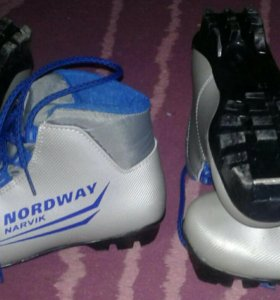 Лыжные ботинки со спец креплением