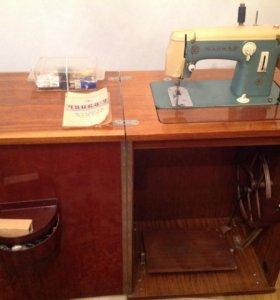 Швейная машина чайка-2
