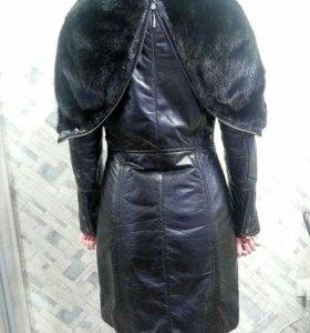 Кожаное пальто с норковым капюшоном