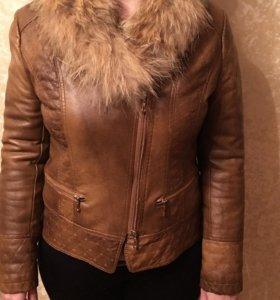 Кожаная куртка с воротником из енота