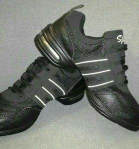 Новые танцевальные кроссовки р. 39-40
