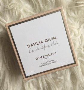 Dahlia Divin Eau de parfum Nude Givenchy