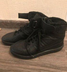 Новые зимние кожаные ботинки