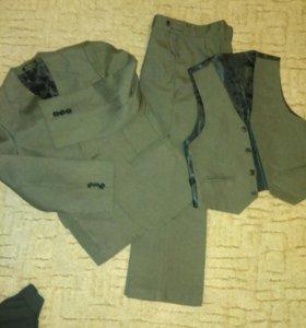 Костюм тройка+пиджак в подарок
