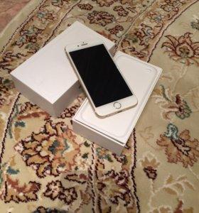Телефон IPhone 6 золотистый.