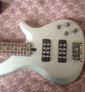 бас-гитара Yamaha RBX374