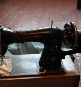 Ручная швейная машинка Чайка.