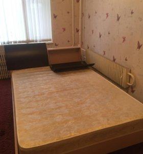 Продам кровать с матрасом,возможен торг