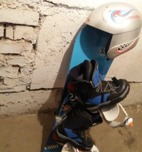 Сноуборд в комплекте ( шлем, ботинки)