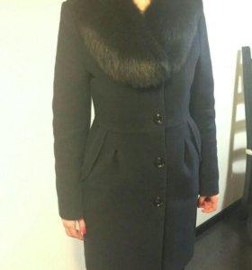 Пальто - зима. Очень теплое. Мех натуральный .