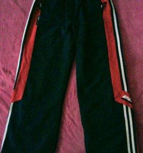Спортивные и школьные брюки 10-12 лет.