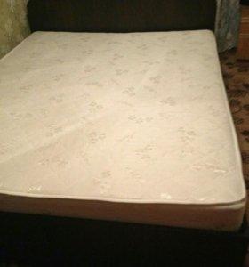 Продам кровать с матрасом новым