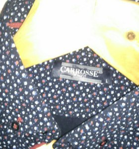 Джинсы, рубашка.