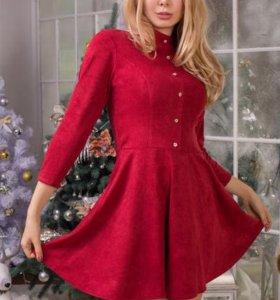 Красивое замшевое платье на пуговицах